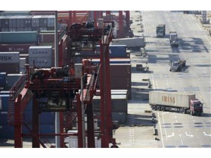 Turkey's foreign trade gap widens in October.. Turkey's foreign trade deficit rose to $7.3 billion in October.